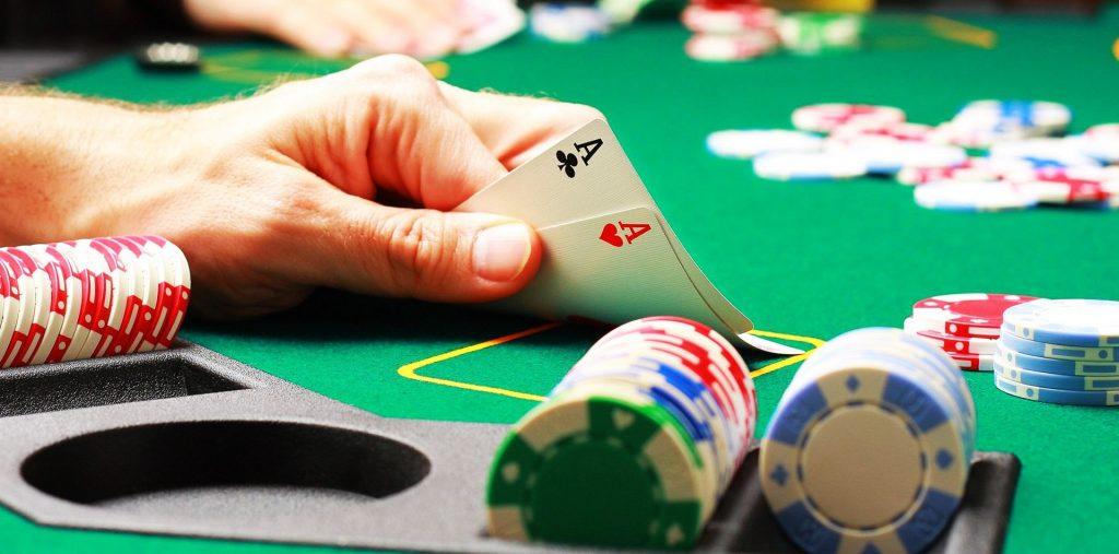 żetony, asy, as, stół, poker, ręka, zielony stół